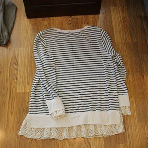Hailey & Co. Stripped Lace Cream / black sweater